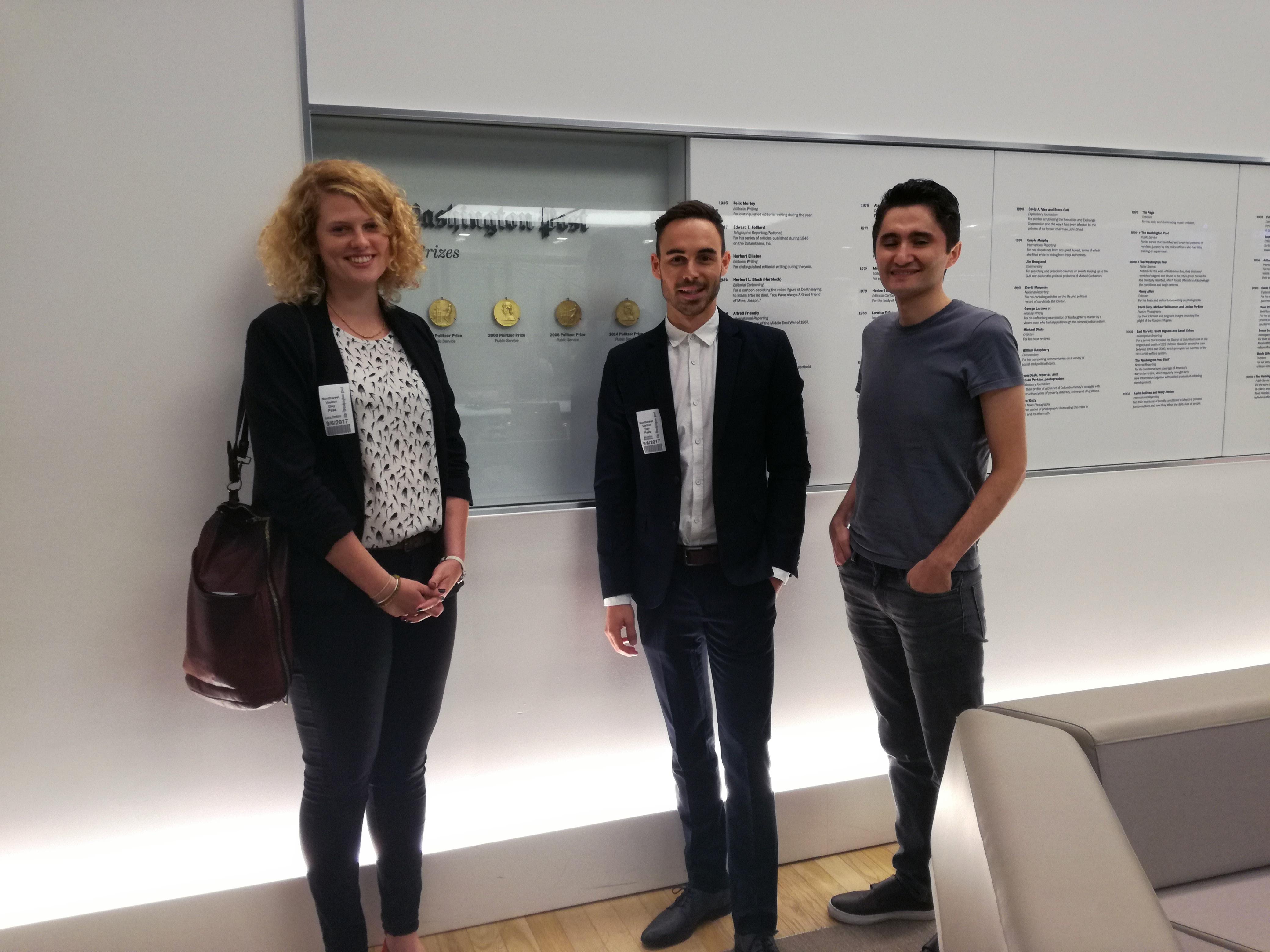 Die Fellows Lucy Perkins, Maximilian Mayerhofer und Köksal Baltaci zu Besuch bei der Washington Post.